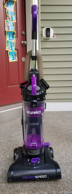 Eureka bagless Vacuum Cleaner. Clean. Smoke and pet free home. Must pick up. Cash only. Thanks for your time!!! for Sale in Puyallup, WA