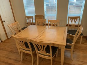 Dining table and chairs for Sale in Mukilteo, WA