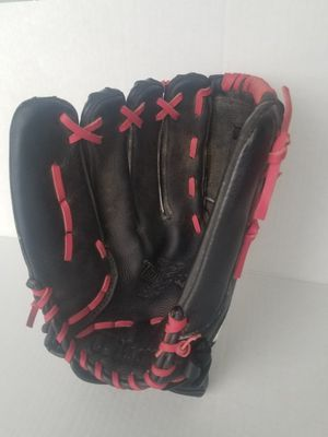 Wilson tempest Baseball glove. Condition is Pre-owned for Sale in Columbus, OH