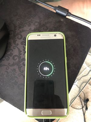 SAMSUNG S7 edge UNLOCKED CRACK THE BACK AND LITTLE ON TOP OF THE PHONE BUT NOT AFFECT THE PHONE FOR SALE!!!! for Sale in Miami, FL