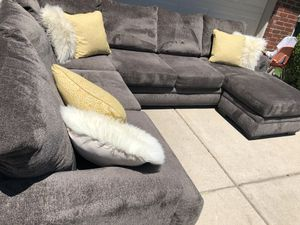 Delivery -like new grey wrap around sectional couch sofa for Sale in Burleson, TX