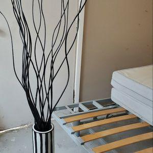 """Black and White Floor Flower Vase 61""""H for Sale in Torrance, CA"""