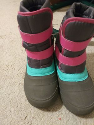 Size 2 Girls Snow boots and London Fog coat for Sale in Southfield, MI