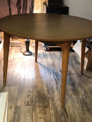 Round Maple Dining Table for Sale in Clyde, TX