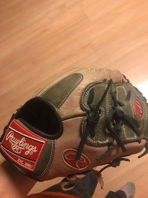 11.5 inch Rawlings baseball glove for Sale in Wadena, MN