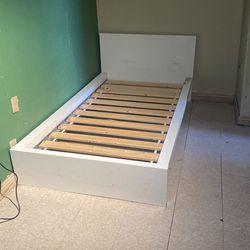 Kids Tween Bed for Sale in Hesperia, CA