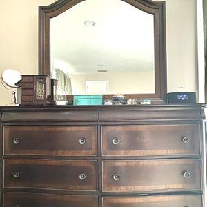 Cherry Bedroom Set (Queen) for Sale in South Windsor, CT