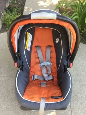 CARSEAT GRACO WITH BASE for Sale in Inglewood, CA