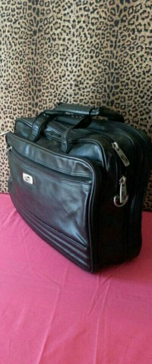 NEW condition laptop bag ( has a cut by in front for Sale in McAllen, TX