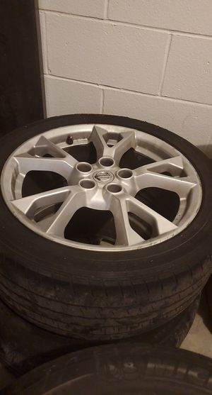 4 Nissan tires with rims that the Nissan logo on them🤗❤ for Sale in Kissimmee, FL