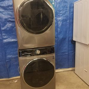 Midea Washer And Electric Dryer Set Good Working Condition Set For $449 for Sale in Wheat Ridge, CO