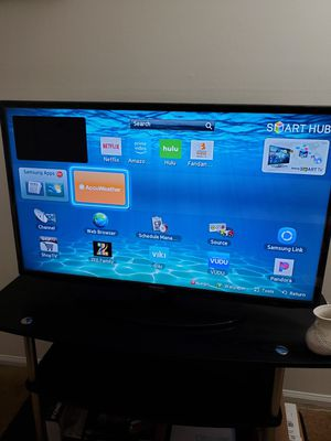 Samsung 40 inch smart tv and tv stand for Sale in Bridgewater Township, NJ