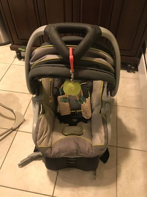 Car seat and base. Baby bouncer for Sale in East Haven, CT