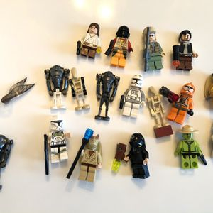 STAR WARS LEGO MINIFIGURES ULTRA PRO DISPLAY CASES extras for Sale in Portsmouth, RI