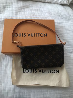 660a86c515ba Authentic Louis Vuitton pochette (sold out in stores!) OBO  for Sale in