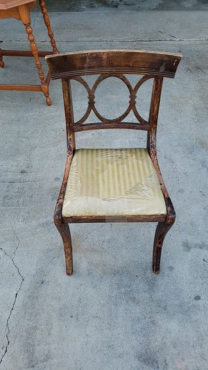 ANTIQUE chair for Sale in Buena Park, CA