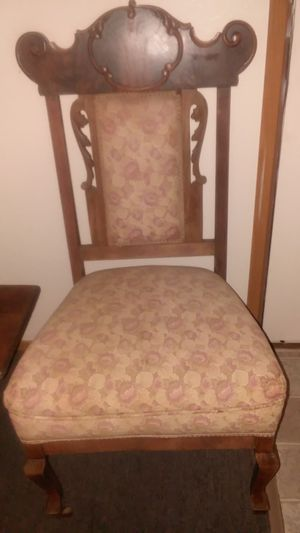 Antique Accent Chair for Sale in Arlington, WA