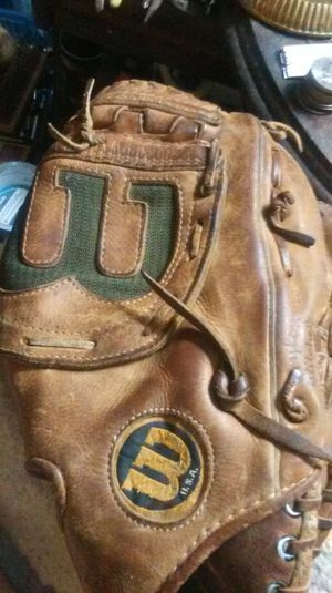 Baseball glove for Sale in West Mifflin, PA