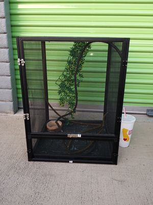 Used Exo Terra Chameleon Cage for Sale in Anaheim, CA