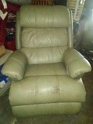 Free Lazy boy recliner for Sale in Ellenton, FL