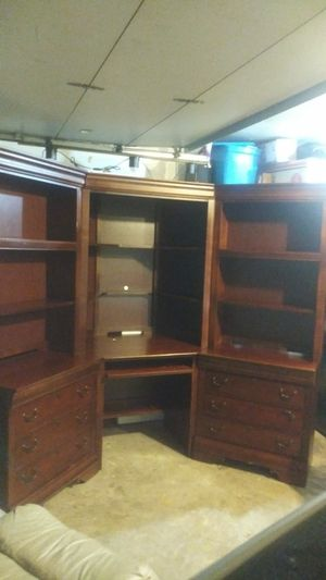 Corner desk with hutch and bookshelves for Sale in Bedford, TX