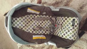 Infant car seat with base for Sale in Reston, VA