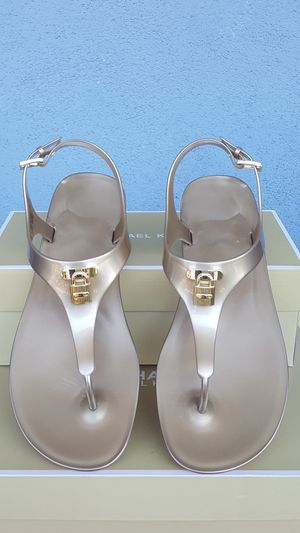 New Authentic Michael Kors Women's Goldtone Sandals Size 9 ONLY for Sale in Pico Rivera, CA