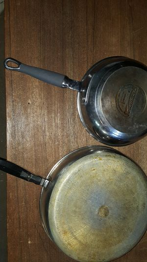 2 pans for Sale in Lakewood, WA