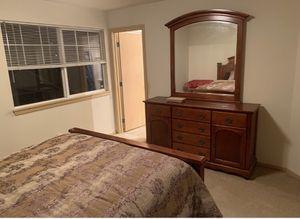 Dresser with mirror for Sale in Burien, WA