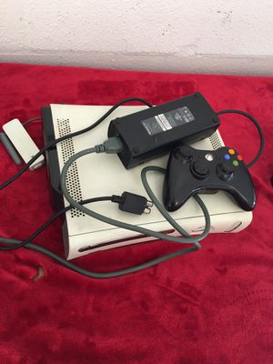 Xbox 360 with controller for Sale in Hudson, FL