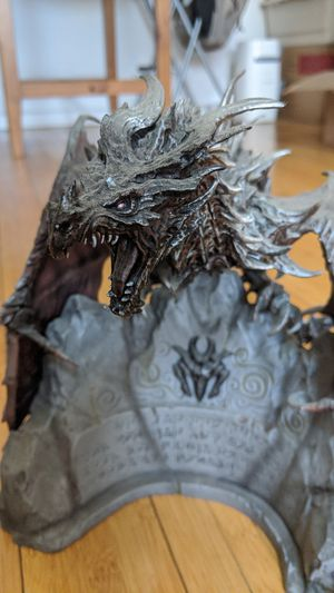 Elder Scrolls V Skyrim Collector's Edition include Alduin Dragon Statue/art book/map for Sale in Santa Monica, CA