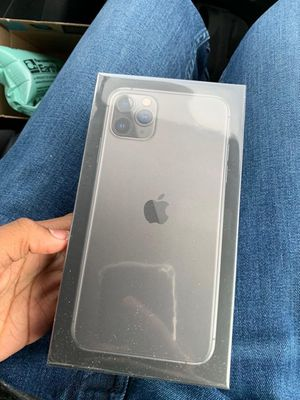 IPhone 11 Pro Max for Sale in Castle Rock, CO