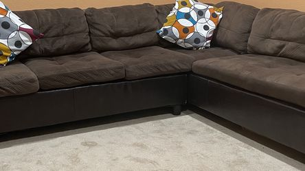 Sectional Sofa In Good Condition for Sale in Redmond,  WA