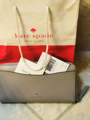New Kate Spade Wallet grey color for Sale in Renton, WA