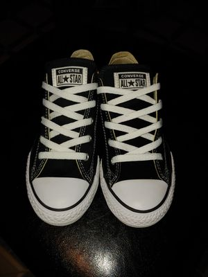Youth chuck taylors for Sale in Orosi, CA