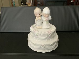 "1981 PRECIOUS MOMENTS MUSICAL WEDDING CAKE FIGURINE JOHNATHON & DAVID, ENESCO "" THE LORD BLESS AND KEEP YOU "" PLAYS THE WEDDING MARCH 6 1/2 "" X 5 1/2 for Sale in Henderson, NV"