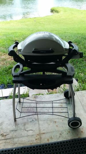 """Weber Q Q100 GAS BBQ GRILL W/FOLDING CART """"LIKE NEW"""" NO OFFERS, PRICE IS FIRM for Sale in Miami, FL"""
