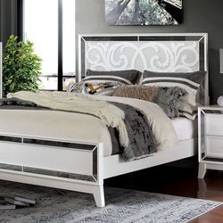free delivery * WHITE MIRROR TRIM QUEEN SIZE BED FRAME - CAMA - entrega gratis for Sale in Downey,  CA