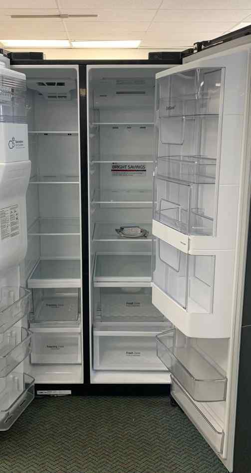Brand anew LG Refrigerator side by side!! To go section all new with Warranty! MQD
