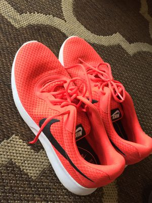 """Men's Nike Tanjun """"University Red"""" shoes. Size 12. In excellent condition! for Sale in Pembroke Pines, FL"""