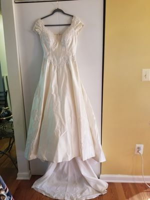 Wedding Dress Off White Size 8-10 for Sale in UPR MARLBORO, MD