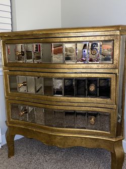 Gorgeous Antique Dresser! Will Take Best Offer! Pick Up Today! for Sale in Tigard,  OR