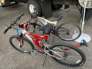 "26"" mountain bikes used them a couple of times in great almost new. for Sale in Vancouver, WA"