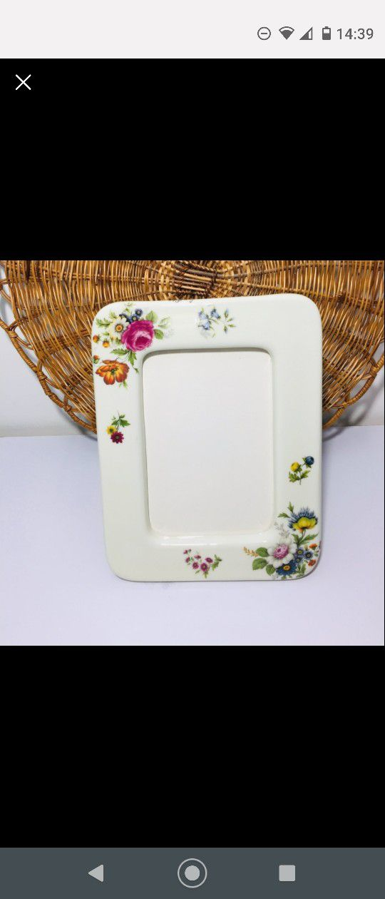 VINTAGE, SANDRA PAILET. Picture frame, porcelain. A true work of art. Excellent condition. Please check the photos carefully, as they are part of