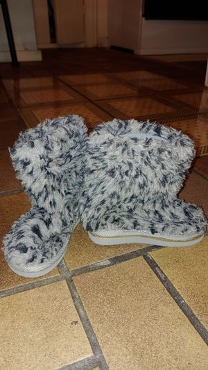 Childrens shoes NEW girls furry boots size 7 for Sale in Portland, OR