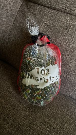 Vintage Bag of 102 Marbles - includes 2 Larger shooter marbles Red Bag for Sale in Ithaca, NY