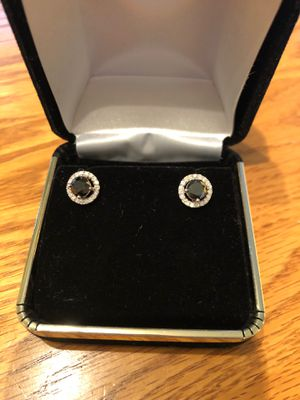 2 Carat diamonds earring white gold brand new for Sale in Mission Viejo, CA