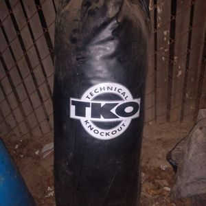 TKO Punching Bag In Good Condition No Tears Or Rips for Sale in Visalia, CA