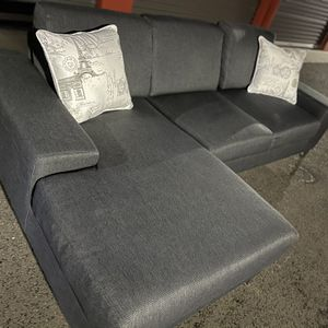 Beautiful Dania Sectional In Amazing Condition ! for Sale in Vancouver, WA