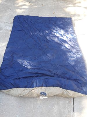 NORTHERN DESIGN camping QUEEN SIZE SLEEPING BAG for Sale in Tampa, FL